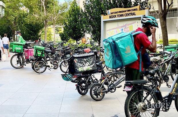 싱가포르, 배달을 준비하는 배달원
