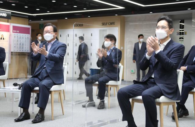 [포토] 청년교육 현장 간담회 참석한 김부겸 총리와 이재용 부회장