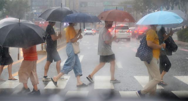 [내일 날씨] 태풍 '찬투' 북상 중…전국 흐리고 곳곳 비 소식