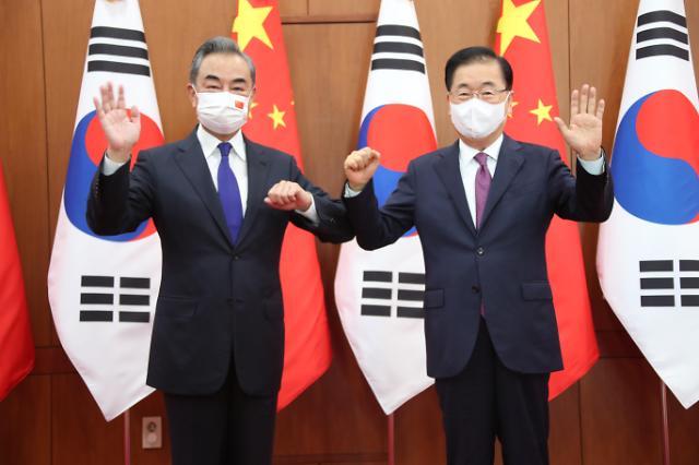 韩中外长会谈强调发展双边关系、巩固战略合作