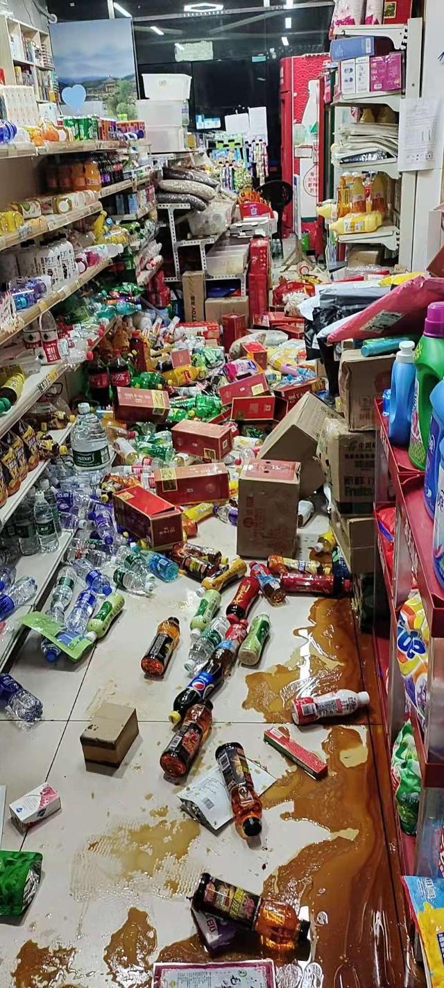 중국 쓰촨성서 6.0규모 지진... 5명 사상