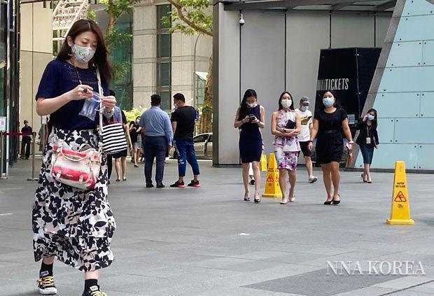 [NNA] 싱가포르 상반기 외국인 고용자 수, 3만명 넘게 감소