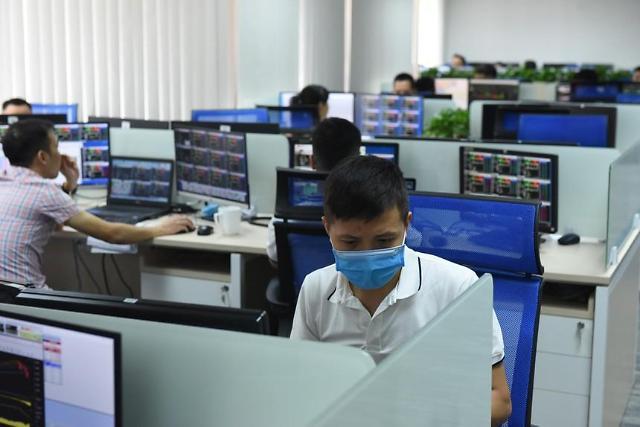 [베트남증시 마감] 거래액 감소 지속에 VN지수 보합권으로 마무리…1345.87에 마감