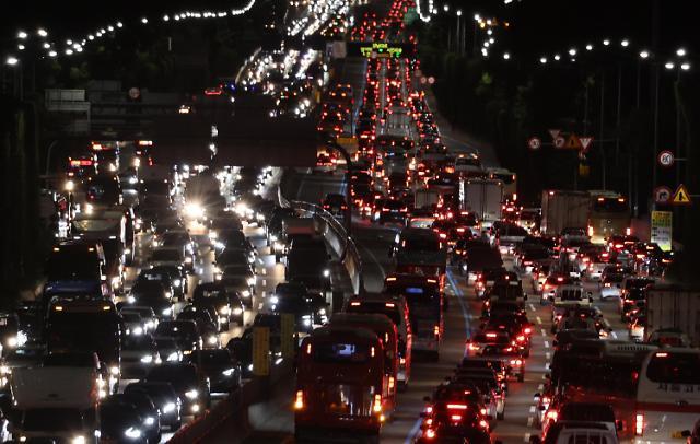 [포토] 연휴 전날 저녁 고속도로 곳곳 정체