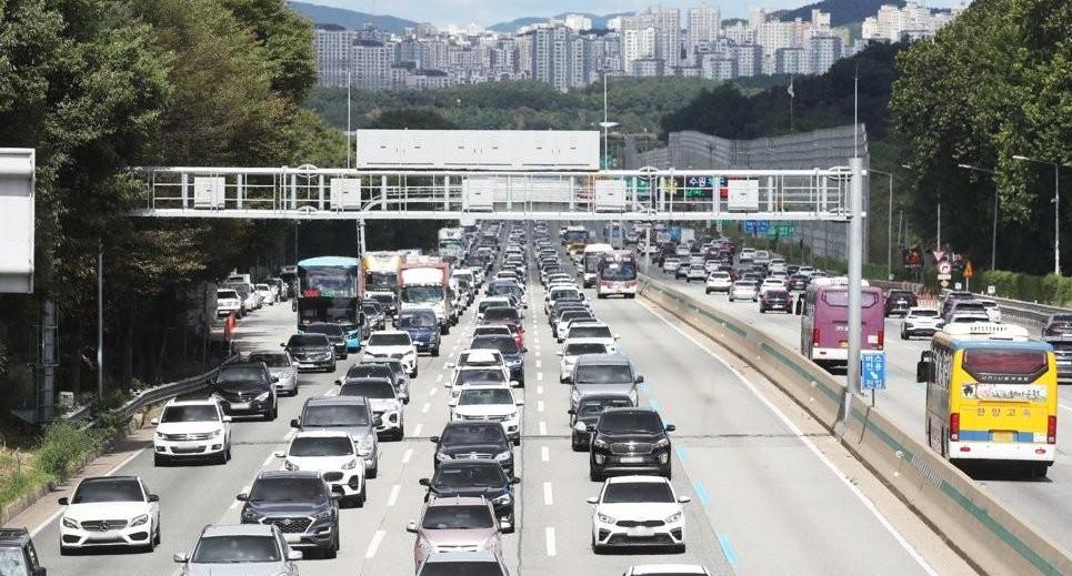 서울서 부산까지 5시간 30분…전국 고속도로 정체