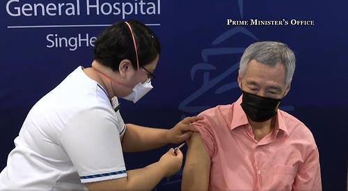 접종률 80% 싱가포르 확진자 급증, 하루 1000명 넘어서