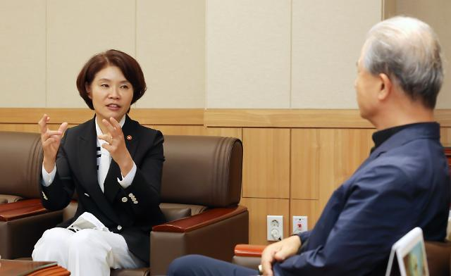한정애 환경장관, 이용훈 수원교구장과 탄소중립 협력 논의