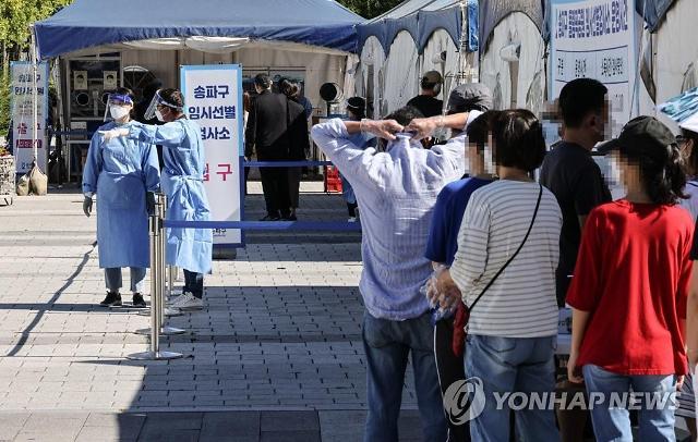 시장-유치원 등서 새 집단발병…서울 가락시장 집단감염 누적 299명