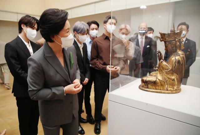 第一夫人与BTS参观大都会韩国馆