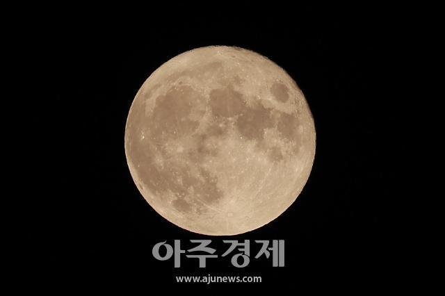 [포토] 휘영청 둥근 한가위 보름달