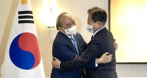 문 대통령, 베트남 주석과 정상회담…코로나 극복 협력키로