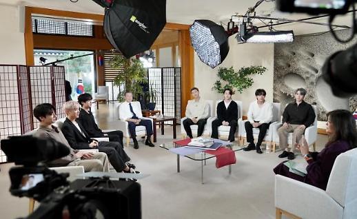 文在寅和防弹共同接受美国电视采访
