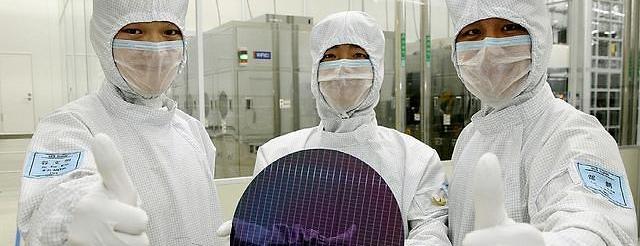 삼성전자</BR>첫 분기 매출 70조 찍는다