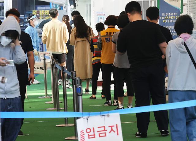 신규 확진자 2434명, 역대 최다 경신…추석 여파 재확산 위기