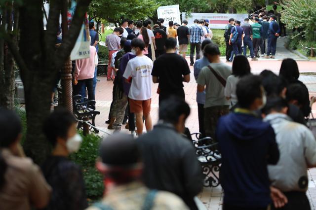 코로나 신규 확진자 3000명대 돌파…전국 대확산하나