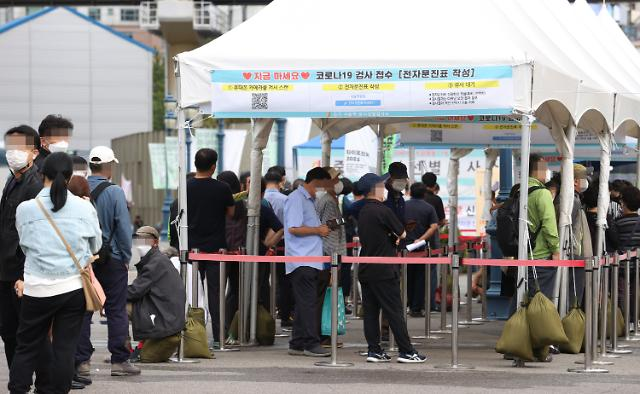 [코로나19] 신규확진 2383명, 일요일 기준 최다···'전국 확산 우려'