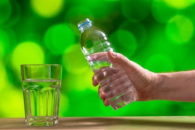 """2030은 사서 먹고 고령층은 끓여 먹고…""""물 마시는 법 연령별로 다르네"""""""