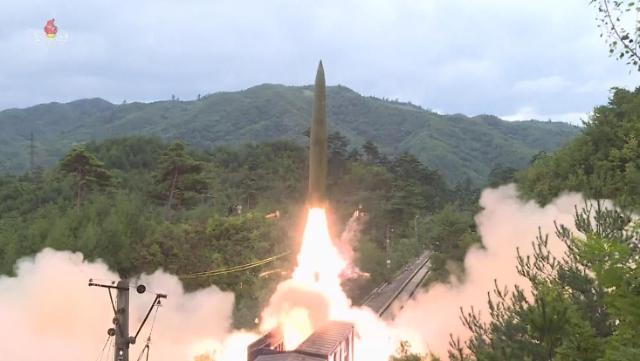 朝鲜今晨发射不明飞行物 疑似近程导弹