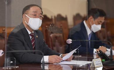 홍남기, 5대 그룹 만나 이달 내로 온실가스감축 목표 결정…고용 확대도 요청