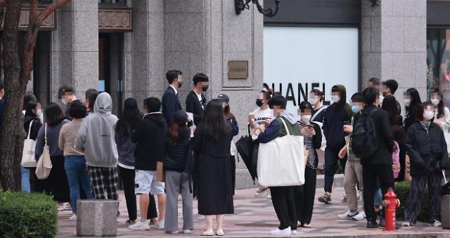 疫情引发奢侈品消费热潮:去年韩进口名牌箱包销售额达9.5亿元