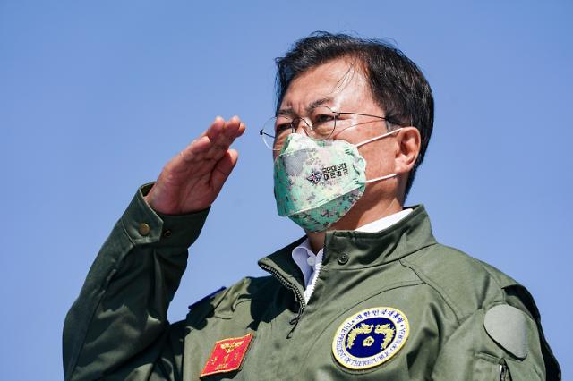 文, 대북·대일 외교 첫 실마리…이달 G20, 관계 회복 분수령