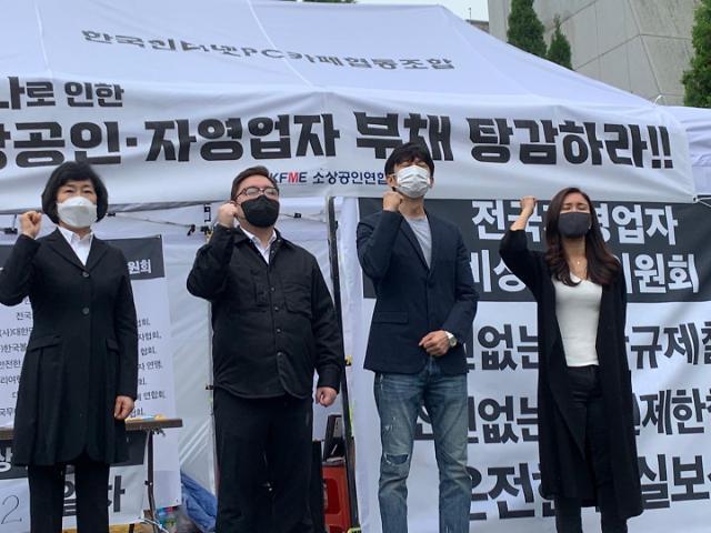 """""""갈 데까지 갔다"""" 자영업자들, 거리두기 연장 시 강경 대응 예고"""