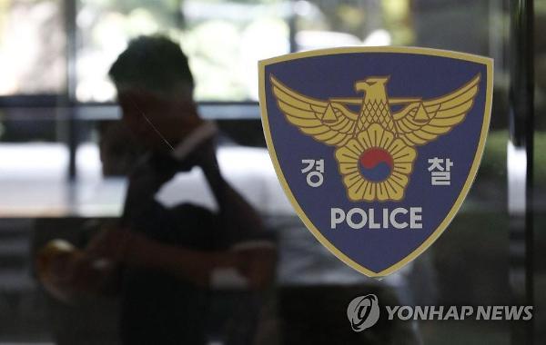 편의점 직원 흉기로 위협하고, 경찰에겐 화분 던진 70대 남성 체포
