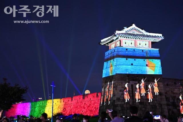 """수원시의 10월 축제, """"힐링폴링 수원화성은 현재도 진행 중""""...인기 집중"""