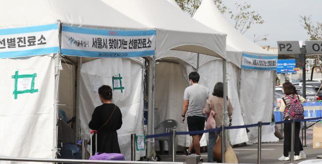 12일 코로나 신규 확진자, 1300명대...내일 최소 1500대 우려 '가중'
