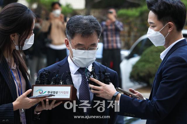 """법원 출석 김만배 """"혐의 모두 부인...천화동인 1호는 제 것"""""""