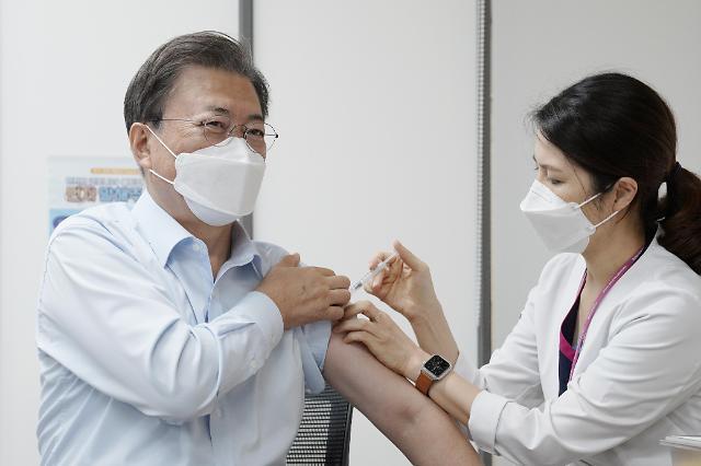 文在寅夫妇接种新冠疫苗加强针