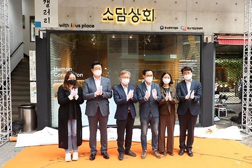 """'소상공인 플래그십 스토어' 최초 개장… 권칠승 장관 """"회복 계기 되길"""""""