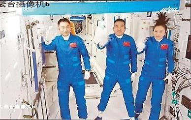 [중국포토] 中유인우주선 선저우 13호, 우주정거장 톈허와 도킹 성공