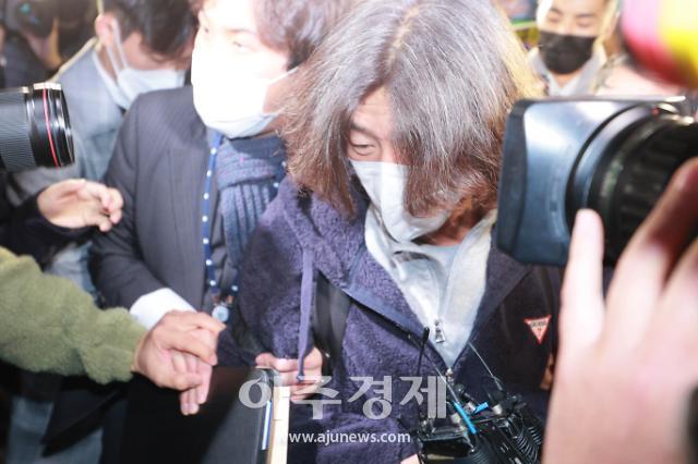 [포토] 남욱 변호사, 인천공항에서 검찰에 체포