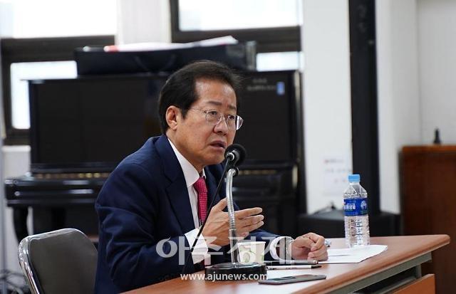 """부산 찾은 홍준표, """"더러운 후보로는 대선 이길 수 없다"""""""