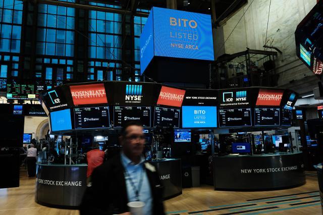 [아주경제 코이너스 브리핑] 美 첫 비트코인 ETF, 4.5% 상승 마감 外