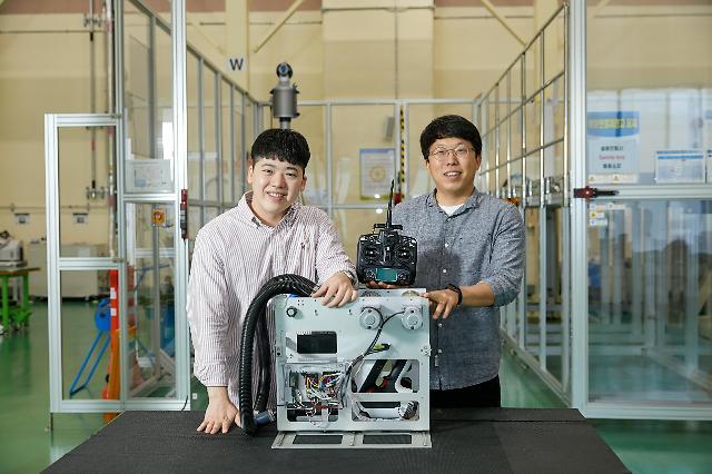 """""""위험 걱정無"""" 삼성디스플레이, OLED 전 라인에 '자체개발 로봇' 투입"""