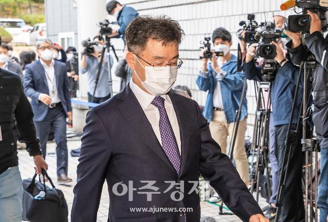 검찰, 화천대유 대주주 김만배씨 오후 재소환...남욱도 조사