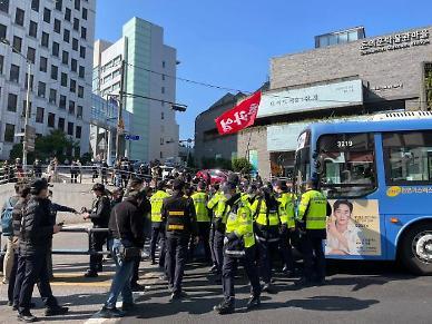 민주노총, 서대문역 근처 기습 집결…일부 경찰과 충돌
