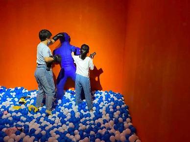 스트레스 해소 분출구…작은 놀이동산에 매료된 중국인
