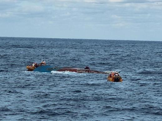 韩国海警在独岛近海救起两名中国船员