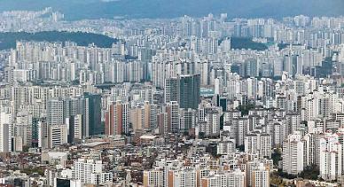 서울 아파트 거래량 지난해 절반 수준…양도세 무서워서 못 팔아
