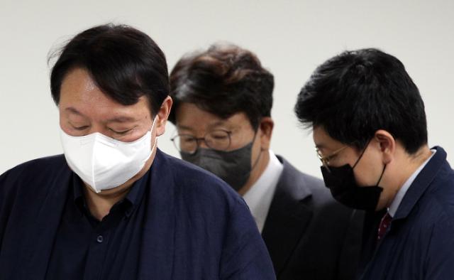 윤석열, '전두환 옹호' 유감 표명 그쳤다 논란 일자 '사과'
