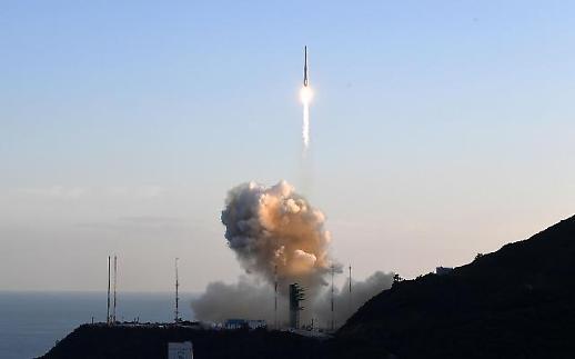 Hình ảnh vụ phóng tên lửa NURI - tên lửa tự chế của Hàn Quốc