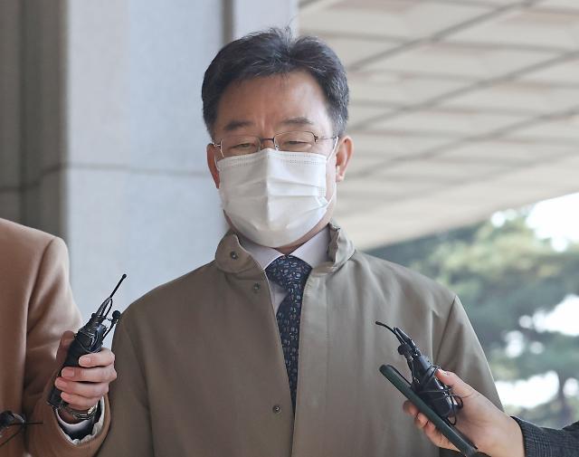 검찰, 화천대유 대주주 김만배 재소환...영장 재청구 검토