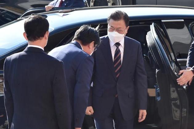 文대통령 위기를 기회로…북핵, 평화의 문 여는 반전 계기 삼아