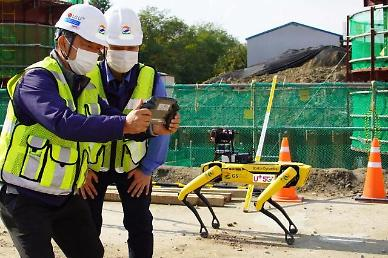 LG Uplus demonstrates four-legged 5G remote control robot at road construction site