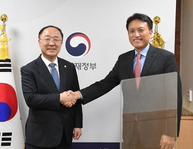 """홍남기, ADB 사무총장 만나 """"백신·보건 협력 당부"""""""