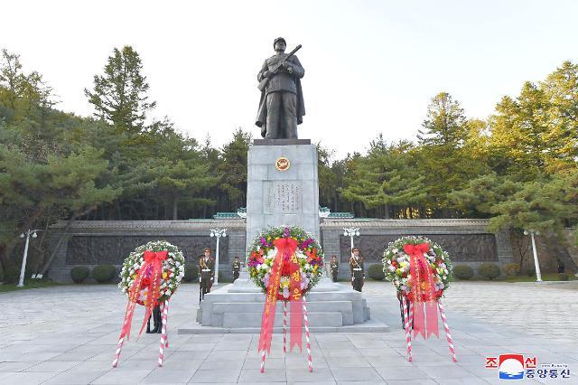 金正恩向中国人民志愿军烈士陵园献花