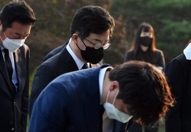국민의힘, 박정희 42주기 현충원 묘역 참배